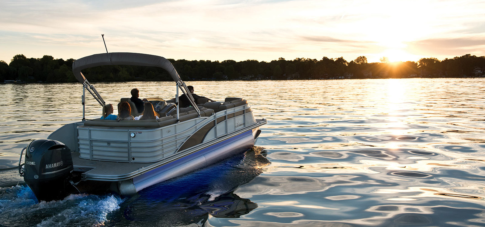 Maine pontoon boat rentals vacation rentals central maine for Fishing cabin rentals near me